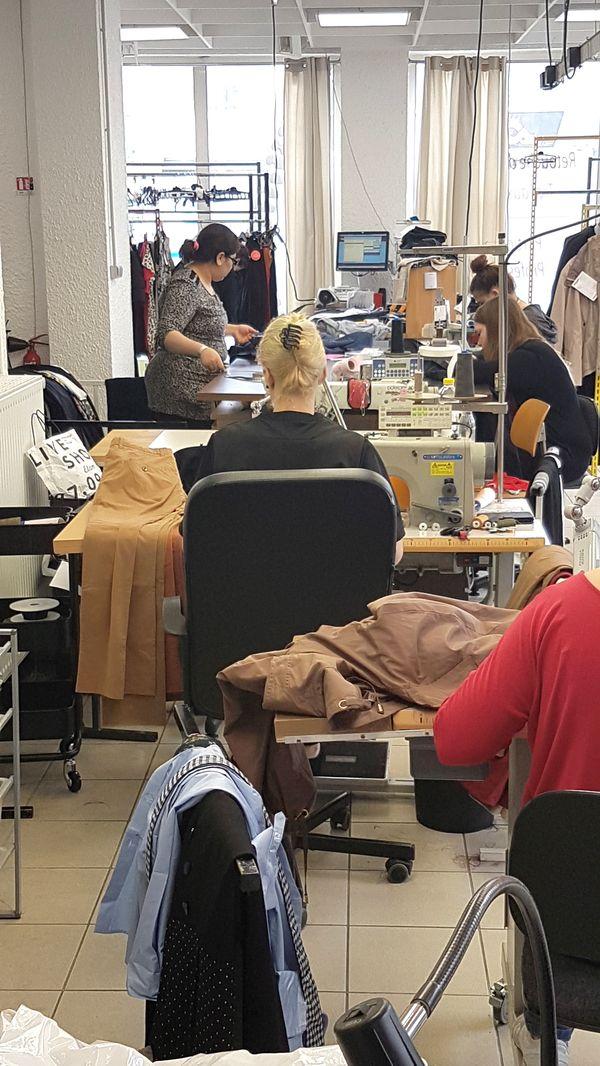 Couturières dans l'atelier Point Retouche 3 Avenue Rhin et Danube 38100 Grenoble