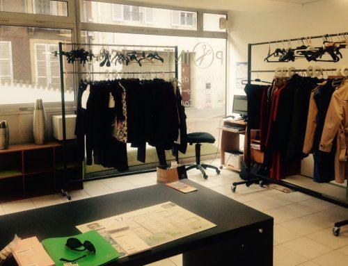 vitrine du magasin point retouche dijon 15 rue berlier point retouche. Black Bedroom Furniture Sets. Home Design Ideas